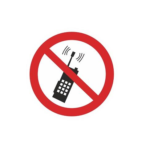 P 18 Запрещается пользоваться мобильными телефонами или переносной рацией